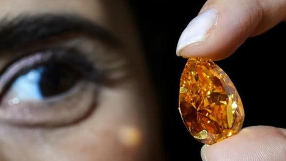 Cel mai mare diamant portocaliu din lume a fost vandut cu 35,5 milioane de dolari