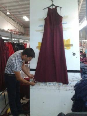 Cel mai mare producator de textile din Romania, o companie din UK, inchide fabrica din Urziceni: Unul din motive e cresterea salariului minim