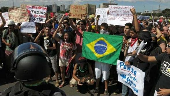 Cheltuieli de 15 miliarde de dolari pentru cupele la fotbal, la baza protestelor din Brazilia
