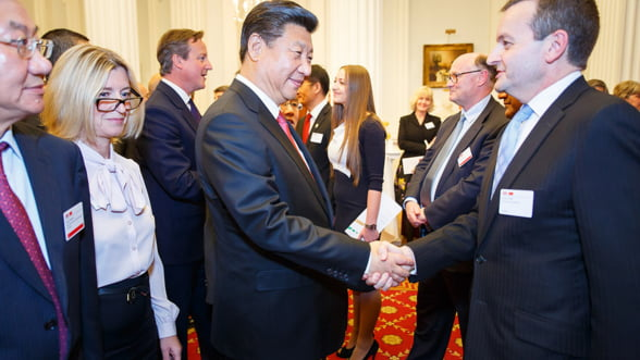 Chinezii cumpara Europa bucata cu bucata. Achizitiile au atins un nou record