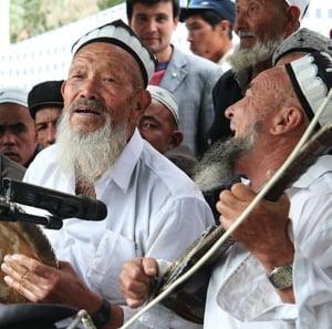Chinezii iau masuri extreme impotriva islamului: Vor sa-i barbiereasca pe musulmani si le interzic sa mai puna copiilor nume din Coran