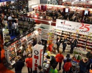 """Cine sunt autorii cei mai """"furati"""" din librarii, in 2014"""