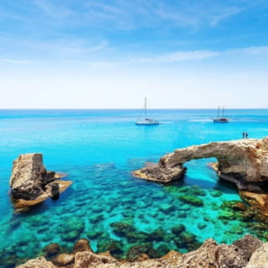 Cipru promite diverse facilitati si sa plateasca ingrijirile medicale pentru turistii care se imbolnavesc de COVID-19 pe insula