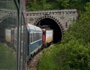 Circulatia trenurilor, oprita pe ambele sensuri intre Calimanesti si Cozia, din cauza ploilor. Cinci trenuri sunt afectate