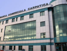 Clientii Bancii Carpatica au acces la o retea dubla de bancomate