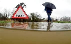Cod rosu de furtuni in Marea Britanie: Mii de evacuati