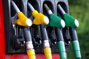 Combustibilii ne ard in continuare la buzunare: Benzina si motorina sunt mai scumpe ca anul trecut