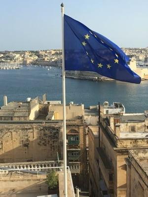 Comisia Europeana sta cu ochii pe noi: Vrea sa scapam de coruptie si nu-i pasa de orientarile politice