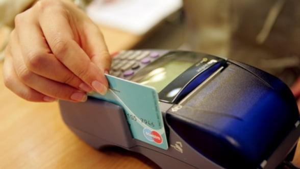 Comisia Europeana vrea sa limiteze comisioanele la plata cu cardul