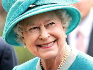 Compania care a imbracat-o pe regina Marii Britanii este la un pas de faliment