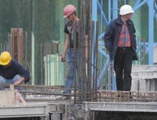 Companiile din constructii conduc in topul muncii la negru