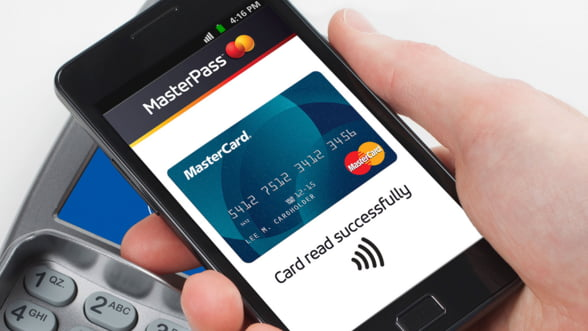 Confortabil, ieftin si rapid: Platile pe mobil ameninta suprematia bancilor