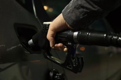 Consiliul Concurentei: Reducerea accizelor la carburanti s-a transmis integral in pretul de la pompa de la 1 ianuarie