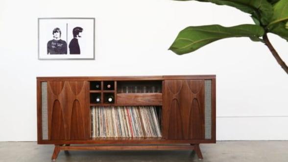 Consola audio cu picup care da un aer retro casei tale