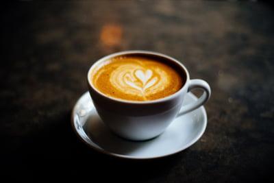 Consumul de cafea reduce riscul mortalitatii