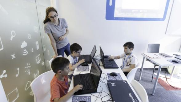 Copiii invata programare inca din scoala primara in tarile avansate ale Europei. Ce se poate face in Romania?