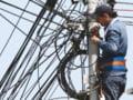 Taxa pe stalp ar putea amana o parte din investitiile Romtelecom si Cosmote