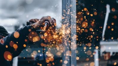Creștere majoră a cifrei de afaceri în industrie. Care sunt sectoarele care au susţinut ascensiunea în primele opt luni STATISTICĂ