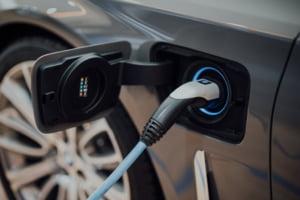 Creștere record pentru mașinile parțial hibride în 2021 faţă de 2019. Care sunt principalele motive