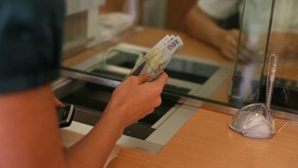Creditele romanilor au crescut cu 10% intr-un an
