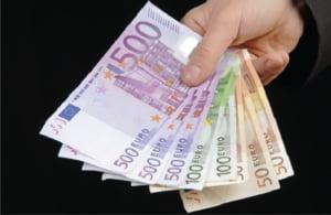 Creditele se vor ieftini din august, insa raman inaccesibile pentru romani