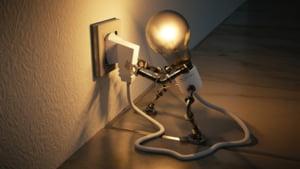 Cresc facturile la energie electrica. A intrat in vigoare ordinul ANRE care mareste taxa de cogenerare cu peste 40%
