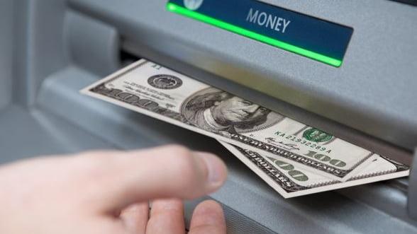 Criza SUA. Bancile alimenteaza suplimentar bancomatele, pentru a face fata unei eventuale panici