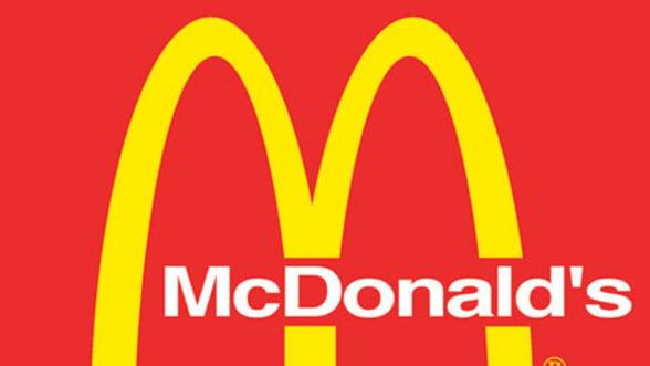 Criza ajunge la fast food. McDonald's relanseaza vanzarile cu oferte promotionale