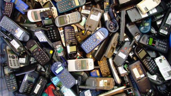 Criza atinge si piata de IT: Vanzarile de telefoane au scazut pentru prima data din 2009