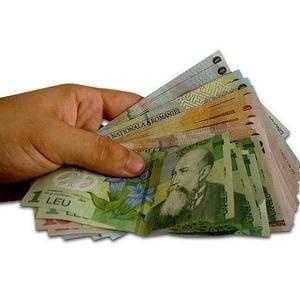 Criza intarzie salariile bugetarilor