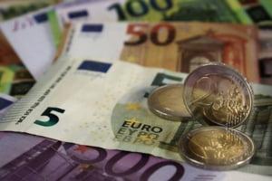 Criza politică trimite leul în derivă. Singura monedă din regiune care a pierdut din valoare în acest an