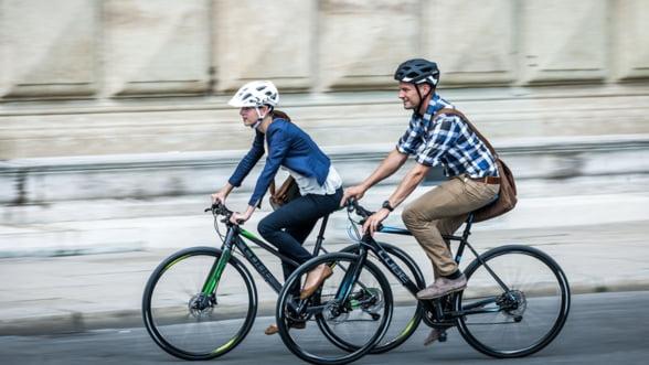 Cu bicicleta la munca