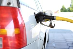 """Cu cât s-a scumpit un litru de motorină din ianuarie până acum. """"Minciuna oficială este că nivelul de viață crește în România"""""""