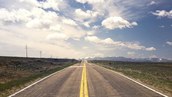 """Cuc promite ca la sfarsitul anului vom avea """"in jur de 100 de kilometri"""" de autostrada"""