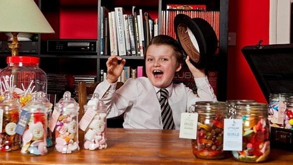 """Cum a ajuns un copil de noua ani sa i se spuna """"magnatul bomboanelor"""" in Marea Britanie"""