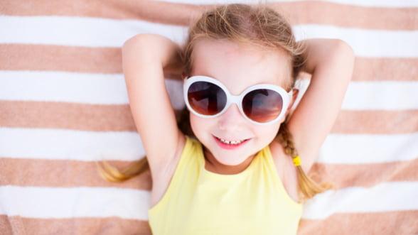 Cum aleg ochelarii de soare pentru copii
