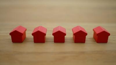 Cum alegi cele mai avantajoase credite imobiliare cu dobânzi variabile. Atenție la comisioanele adiționale