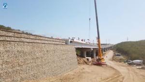 Cum arată noul pod peste Olt construit pe traseul drumului expres Craiova-Pitești. Lucrarea complexă este aproape gata VIDEO