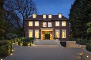 """Cum arata o casa de peste 30 de milioane de dolari de pe """"strada miliardarilor"""" (Galerie Foto)"""