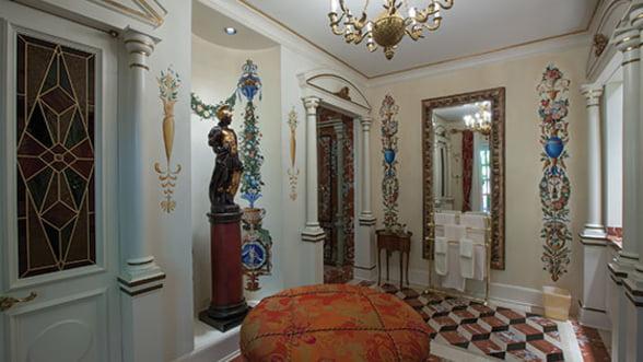 Cum arata o casa marca Versace? (Galerie foto)