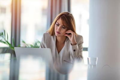 Cum pot fi ajutati angajatii sa treaca mai usor prin perioadele dificile