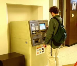 Cum poti sa invingi o banca?
