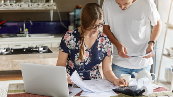 Cum sa iti gestionezi mai bine banii: 3 masuri simple pe care le poti aplica incepand de astazi