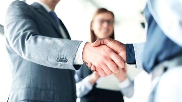 Cum sa iti reinventezi afacerea in vremuri incerte: trei pasi esentiali pentru a capata incredere in tine