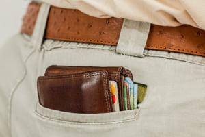Cum sa nu folosesti cardul de credit. Patru greseli majore pe care esti tentat sa le faci