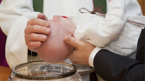 Cum sa te pregatesti pentru botezul copilului. Articole botez care sa nu-ti lipseasca