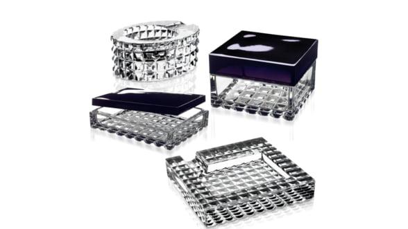 Cum sa-ti decorezi biroul: Alege obiecte din cristal pur, personalizate