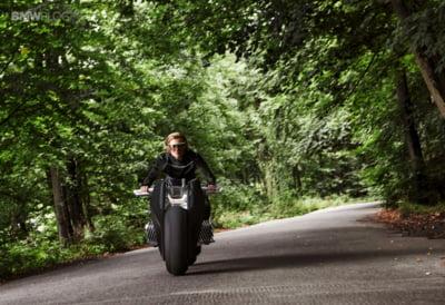 Cum va arata motocicleta viitorului? BMW ne ofera un exemplu concret - Motorrad Vision Next 100 (Video)