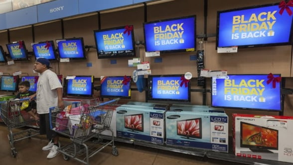 """Cumparatorii de Black Friday, intre """"conteaza, acolo, orice reducere"""" si """"e pacaleala"""""""