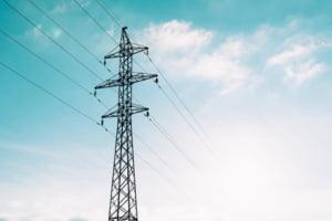 Curg amenzile de la ANRE pe piața energiei electrice. Care este furnizorul de electricitate care a primit cele mai multe reclamații